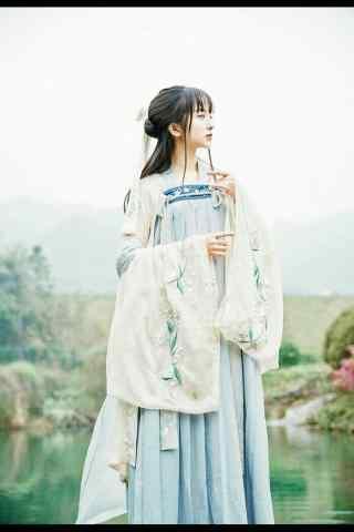 汉服交领儒裙—少女在荷塘吹箫手机壁纸