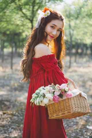 红衣美女小清新森林写真手机壁纸
