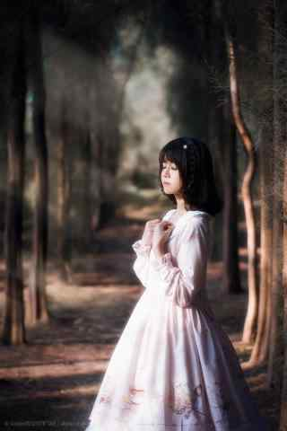 lolita洋装—林间少女可爱模样手机壁纸