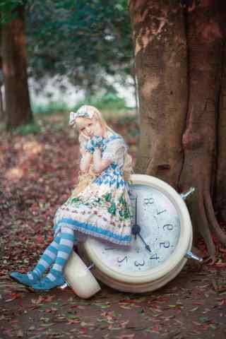 lolita洋装—少女爱丽丝梦游仙境手机壁纸