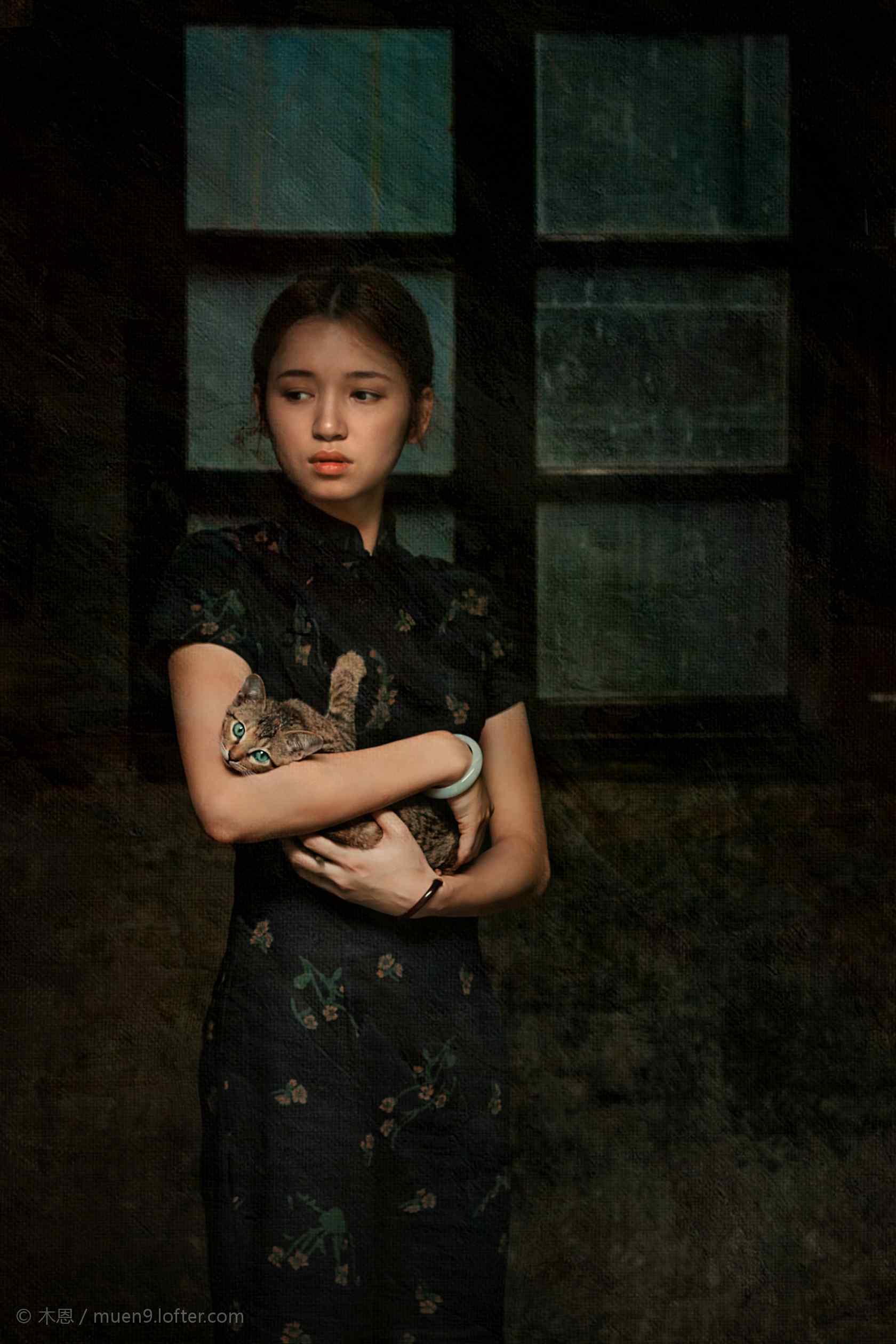 旗袍—复古美女怀中抱着小猫手机壁纸