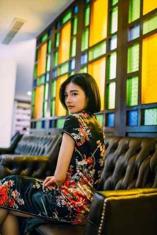 旗袍—知性性感美女手机壁纸