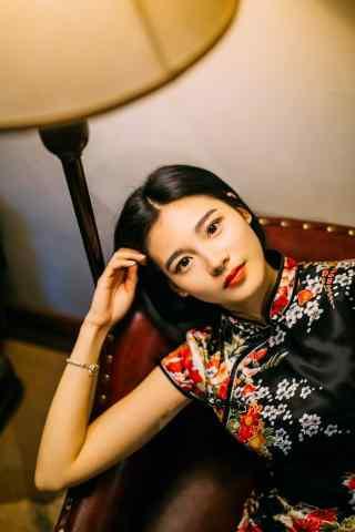 旗袍—美女精致面容手机壁纸