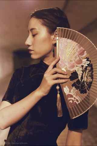 旗袍—优雅古典美女手机壁纸