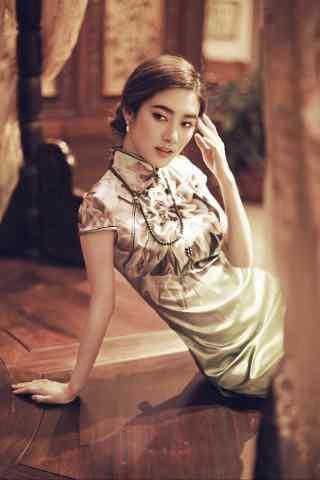 旗袍—典雅复古美女手机壁纸
