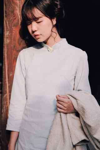旗袍—清爽素雅的美女手机壁纸