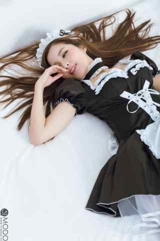 女仆装—性感撩人美女手机壁纸