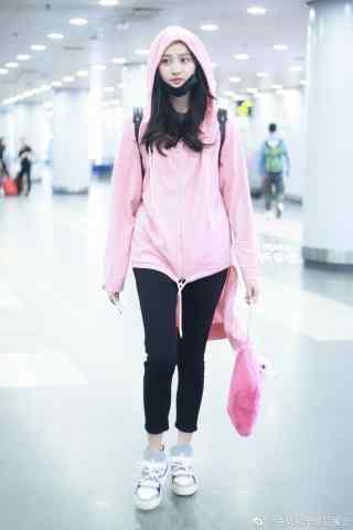 机场关晓彤粉红少女手机壁纸