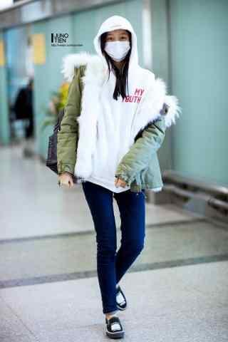机场可爱少女关晓彤手机壁纸