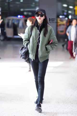 机场长腿少女关晓彤手机壁纸