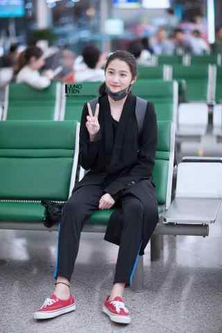 机场关晓彤可爱比耶手机壁纸