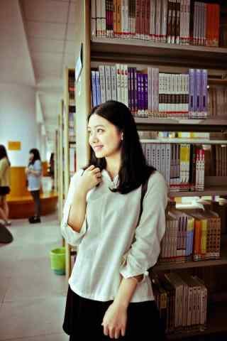 气质美女图书馆写真手机壁纸