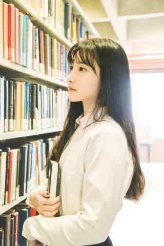 清纯美女图书馆抱书唯美手机壁纸