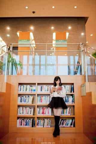 图书馆看书女孩手机壁纸