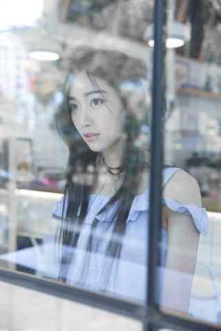 小清新咖啡馆美女写真图片