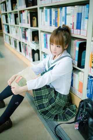 图书馆JI制服美女写真手机壁纸