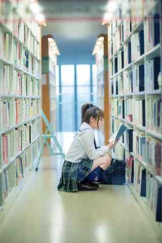 图书馆女孩看书手机壁纸