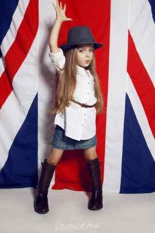 英伦风可爱小美女