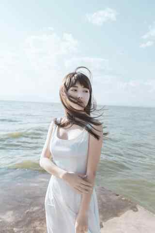 夏日海边清纯甜美的少女手机壁纸
