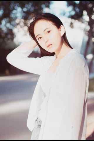 夏日元(yuan)氣(qi)美女街拍手(shou)機壁紙