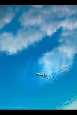 泸沽湖蓝色风景护眼手机壁纸