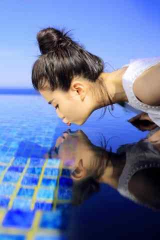 乔欣夏日海边轻吻