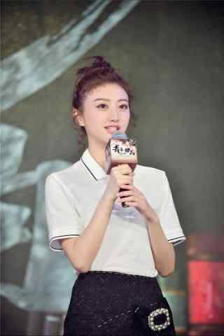 景(jing)甜出席發布會手(shou)機(ji)壁紙