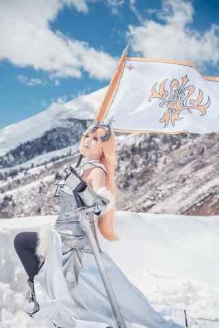 美女在雪中cos贞德手机壁纸