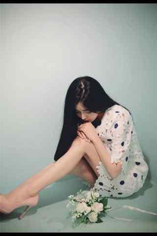 美少女長腿寫真手機(ji)壁紙(zhi)