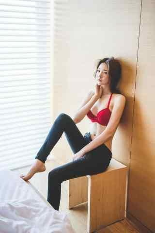 美少女大長腿寫真手機(ji)壁紙(zhi)