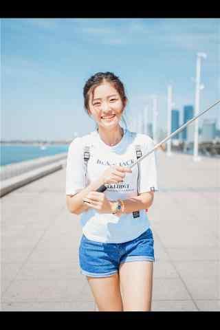 青(qing)島美(mei)女小清新寫真手機壁紙(zhi)