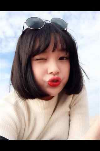 短發(fa)美(mei)女可愛(ai)手機(ji)壁紙
