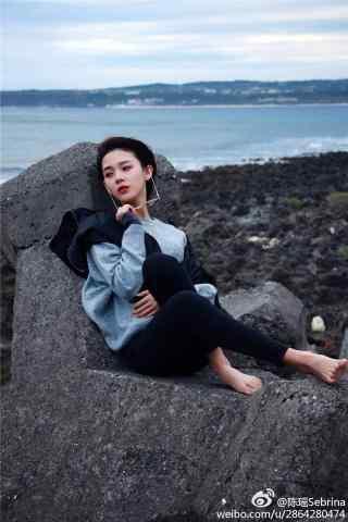陈瑶海边写真手机壁纸
