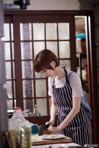 美味奇缘毛晓彤做菜手机壁纸