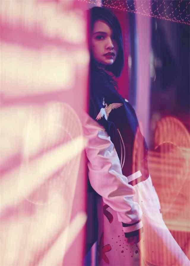 时尚美女杨丞琳写真手机壁纸