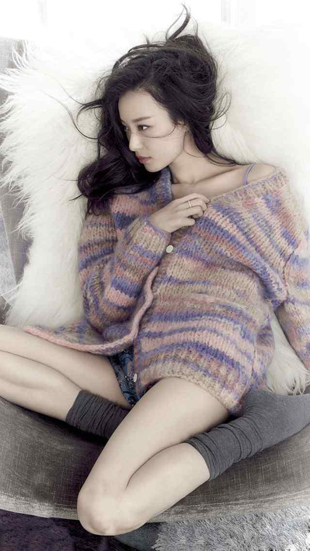美女手机壁纸床照毛衣诱人性感