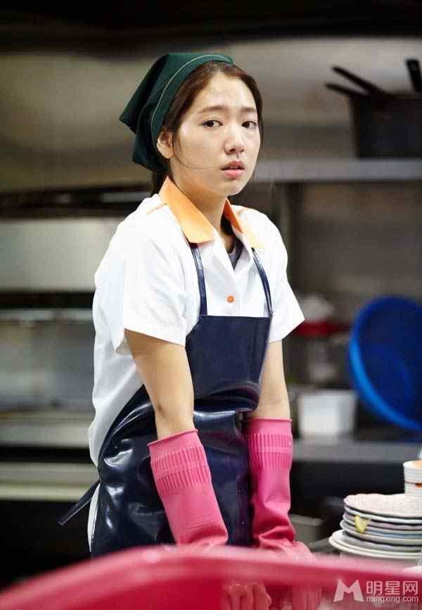 继承者们首曝朴信惠剧照 演绎厨房刷碗艰辛生活