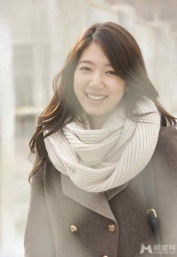 韩国女星朴信惠清纯甜美笑容感染人