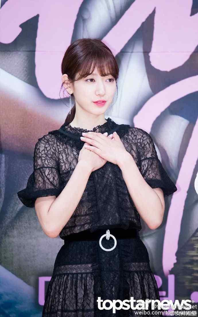 韩国性感女神朴信惠黑色透视装俏皮可爱