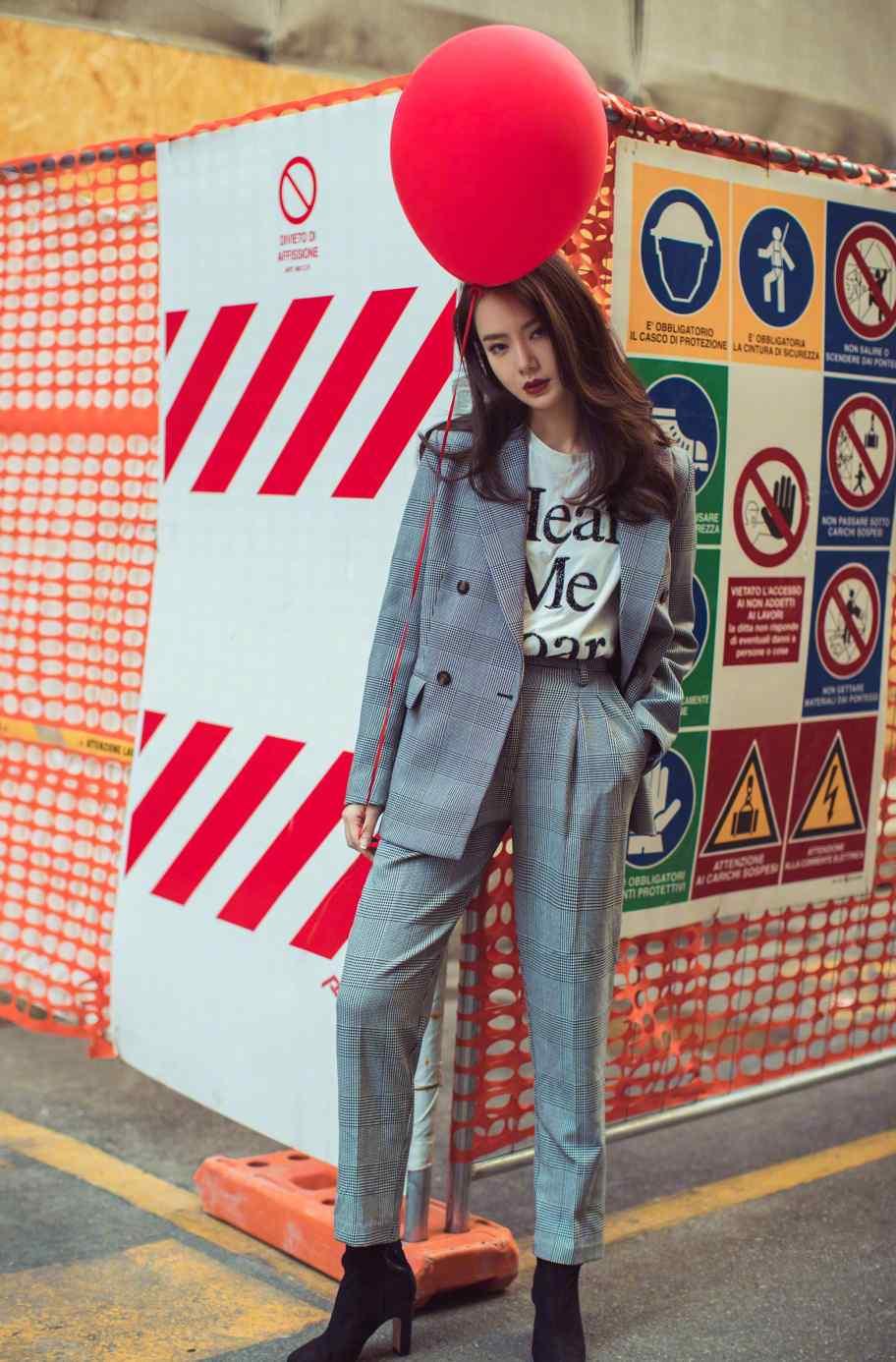 戚薇时尚帅气街拍写真图片