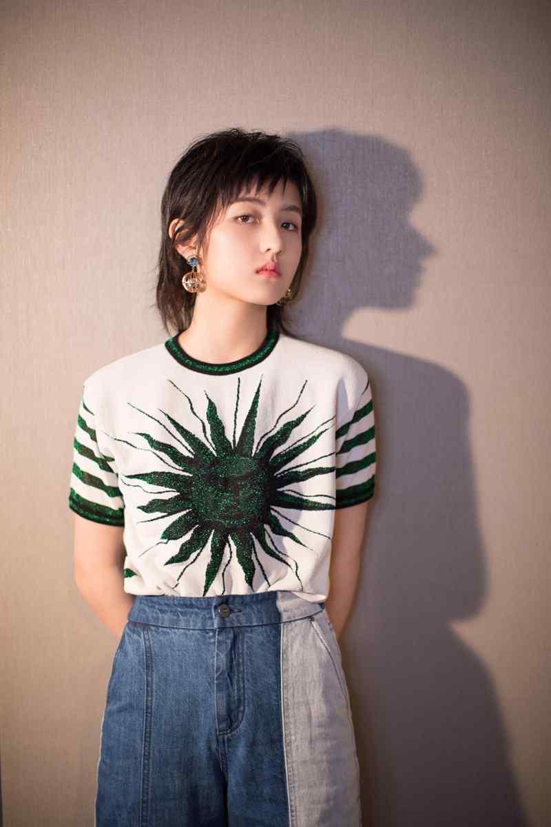 张子枫清爽甜美时尚写真图片