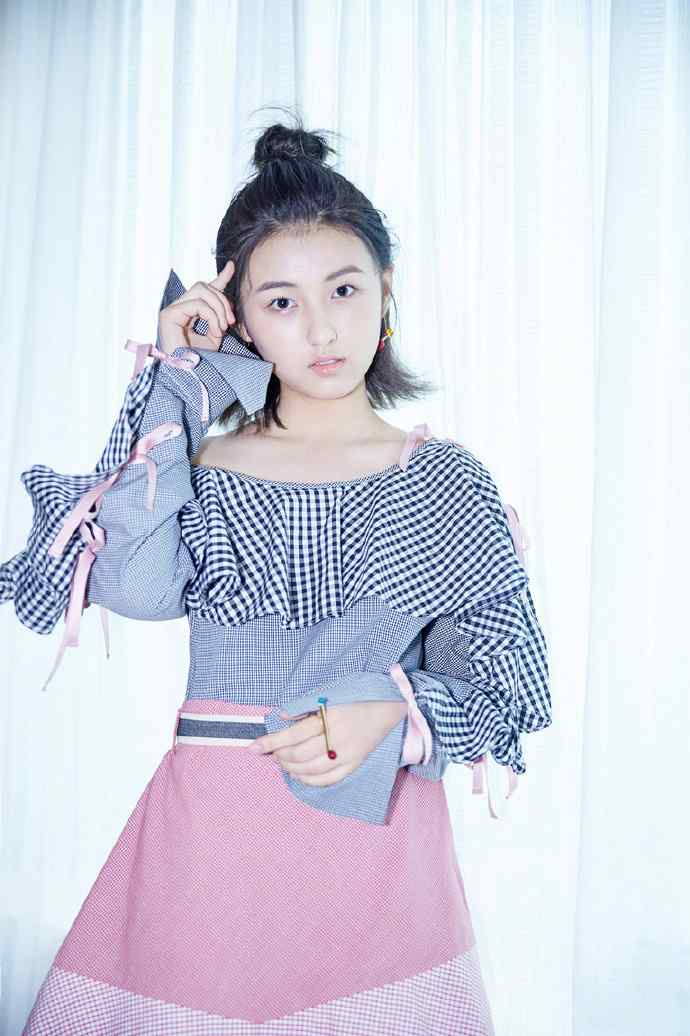 张子枫青春活力图片