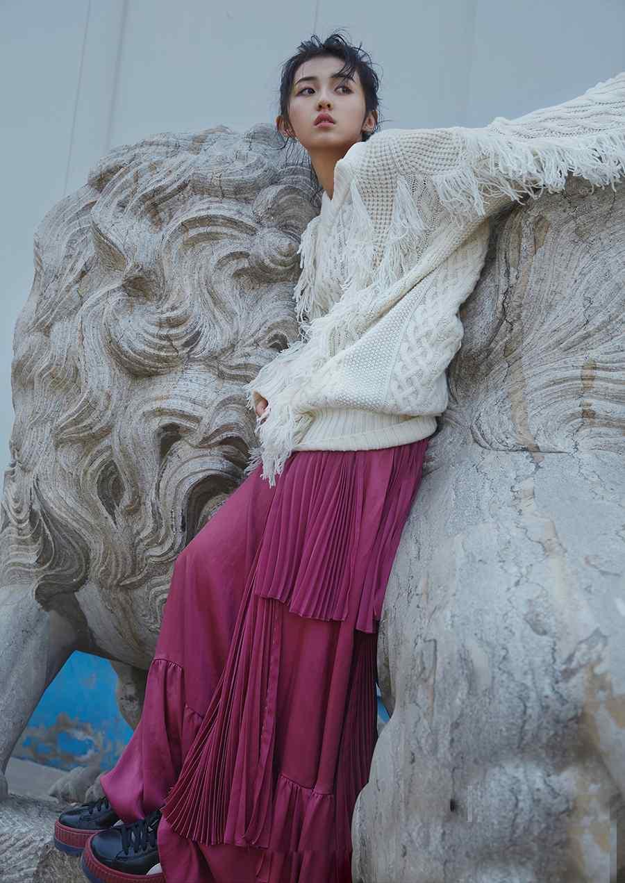 张子枫时尚杂志写真图片
