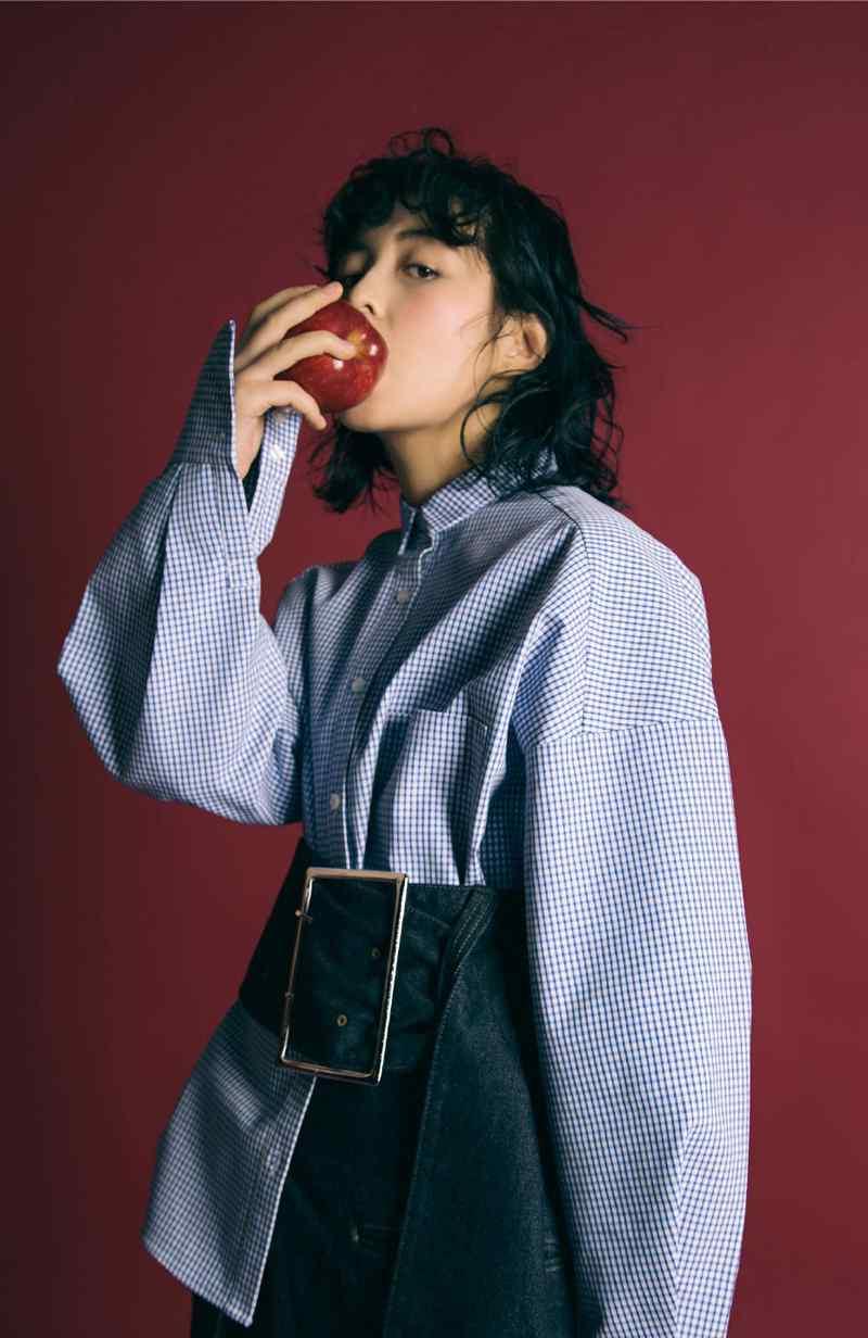 张子枫冷艳风时尚杂志写真高清图片