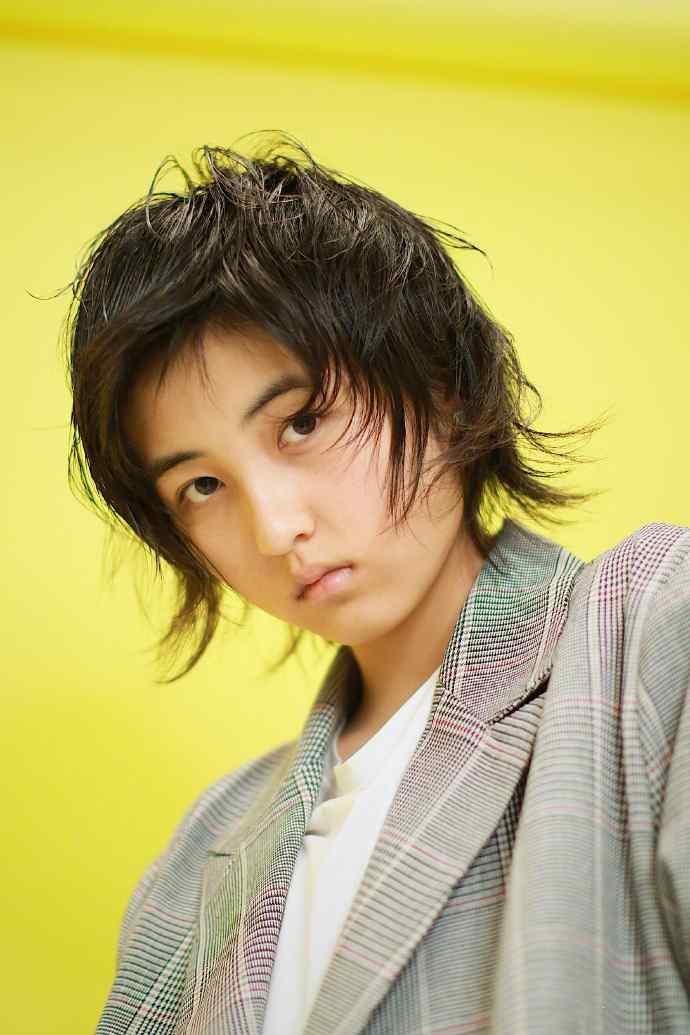 张子枫短发小清新可爱写真图片