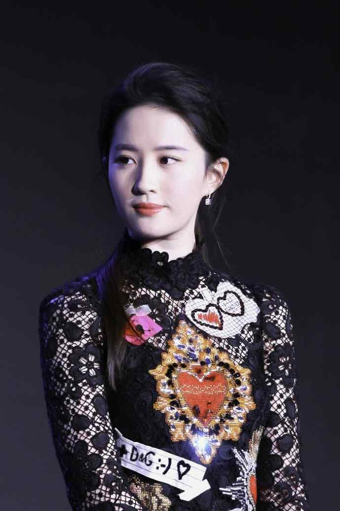 刘亦菲发布会现场性感写真图片