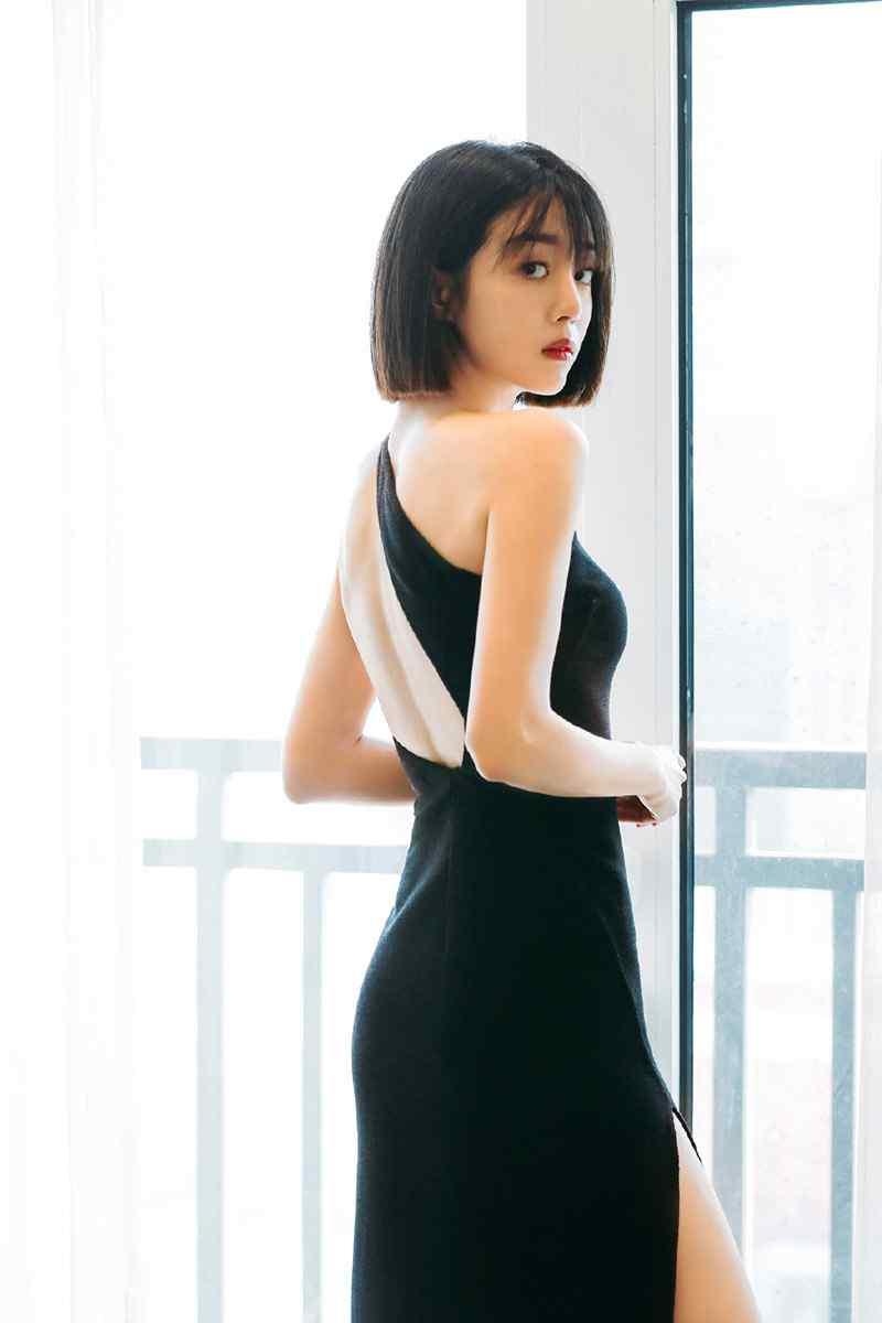 李溪芮黑色露背吊带裙活动照写真