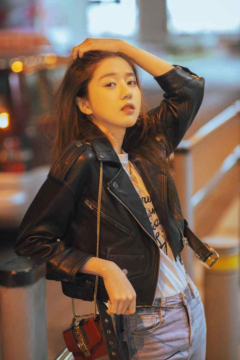 李凯馨机场街拍写真