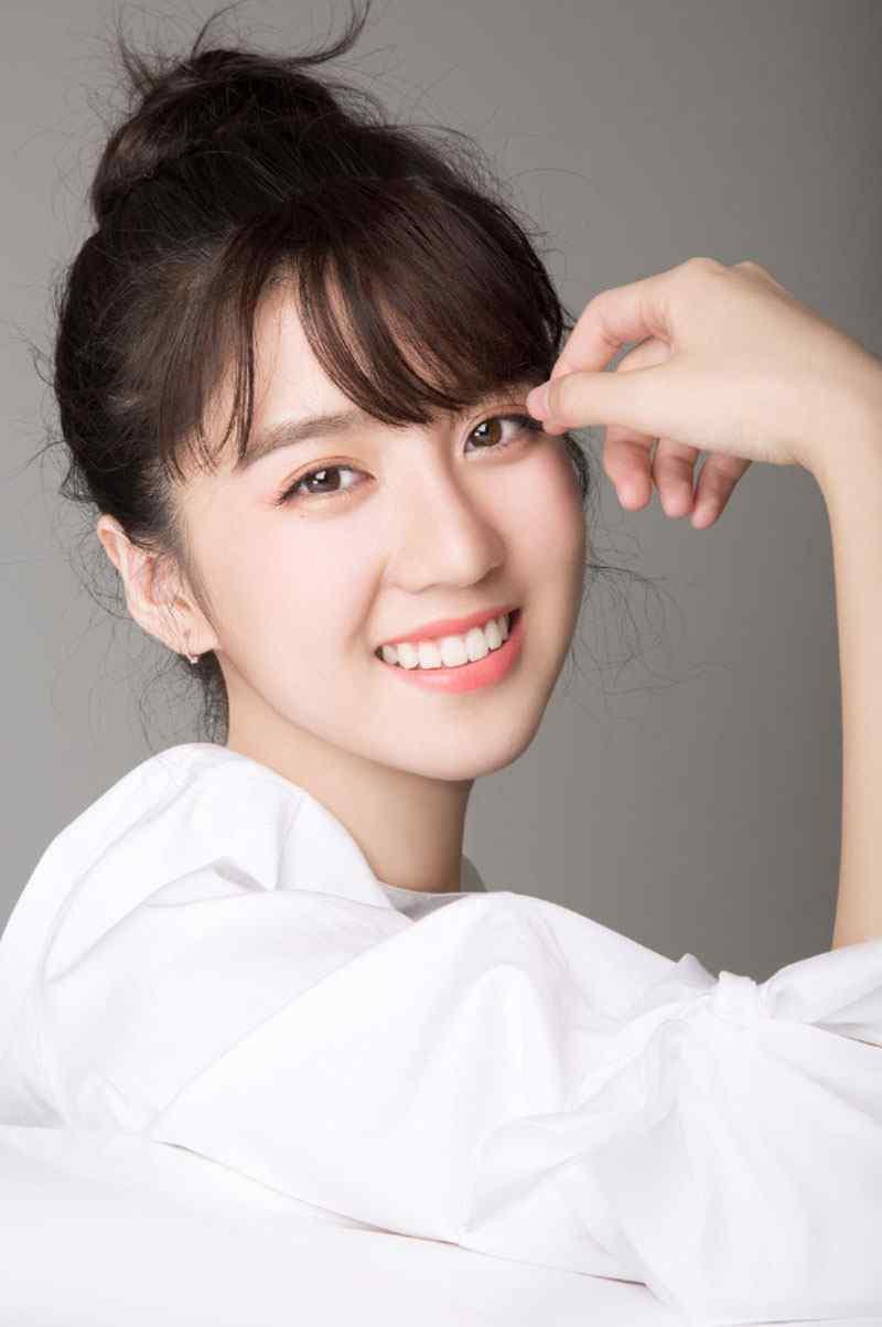 李凯馨白衬衫清纯写真图片