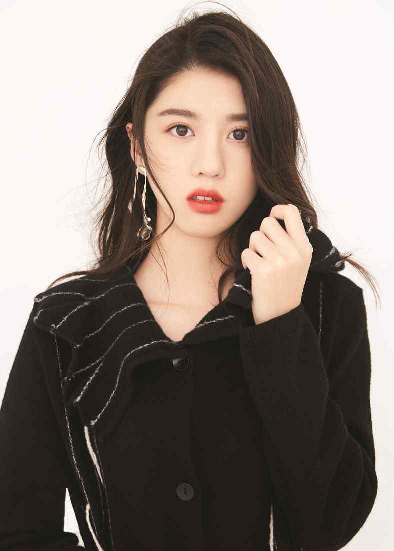 李凯馨最新时尚杂志写真